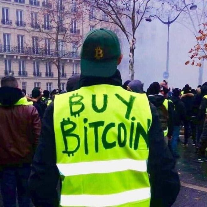 protestas de paris compran bitcoin